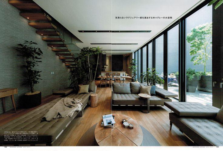 モダンリビング 227 モダンリビング 227号 もう設備とはいわせない!キッチンは「家具」特集記事(P100~P109)にて弊社事例が掲載されております。 掲載ページ 100~ DKの家具と調和、手元が一切見えない木のL字型カウンターキッチン グレーの壁と木の床で統一した広々としたLDKに、爽やかな白いキッチン。厚さ9cmのオークのカウンターが、床や室内の家具と溶け込みながら作業場の様子を緩やかに隠す。テラス、ダイニング、リビング、カウンター...。過ごす場をいくつも設けた空間が、家族と過ごす時間を多彩に彩る住まい。  設計 :森山善之+細川 潤 建築設計事務所バケラッタ 物件名:SEU house 所在地:東京都 家族構成:夫婦+子供1人+犬2匹 キッチン製作 :リネアタラーラ Photo: 下村康典