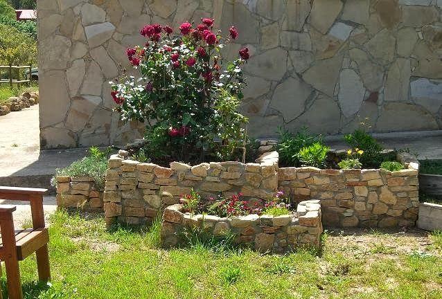 imagenes de jardineras de piedra imagenes jardines y