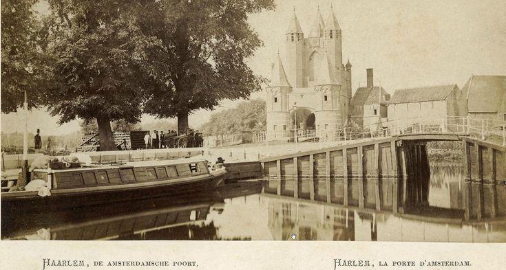 Trekschuit (boat) on the trekvaart entering Haarlem (Amsterdamse poort)