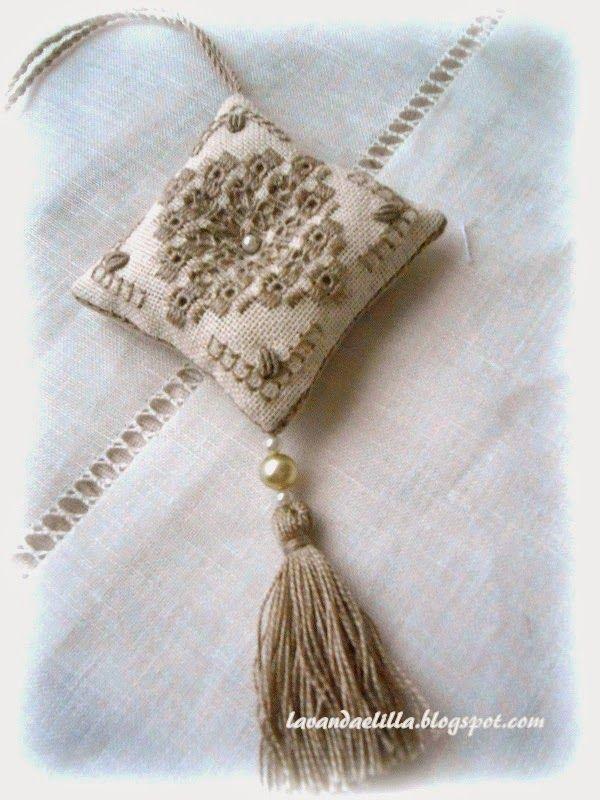 Lavanda e Lillà: Sempre Roselline... Cuscinetti e Porta Aghi