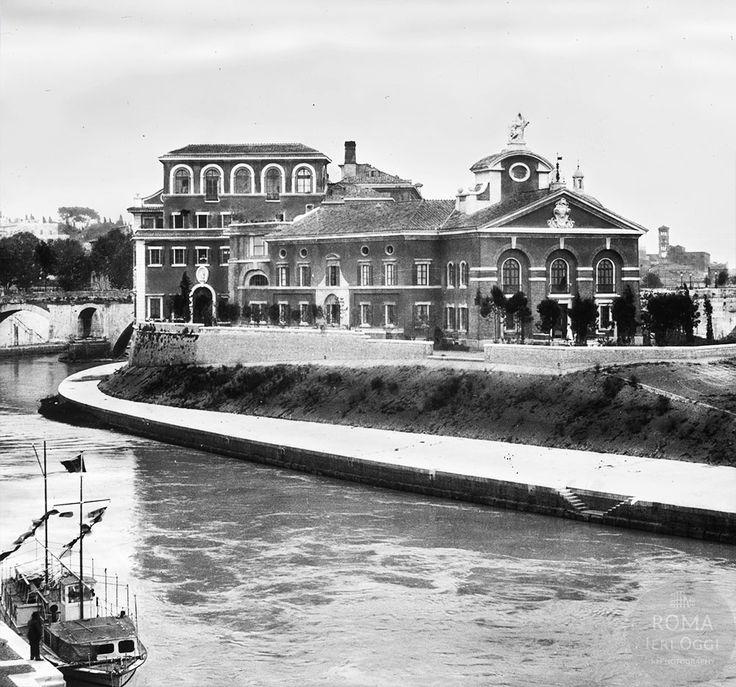 Panorama dell'Isola Tiberina ripresa intorno al 1935 da Ponte Garibaldi; in evidenza il nuovo ospedale Fatebenefratelli non ancora nascosto dalla vegetazione.