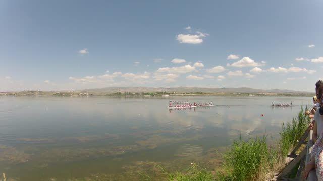 """* VIDEO * Kurumlararası Dragon Festivali, Ankara 14 Haziran 2014 * Kürek Böyle Çekilir * Sn. Canan Perdahlı Kaptanlığında """"Genç Amazonlar"""" Dragon Boat Takımı"""