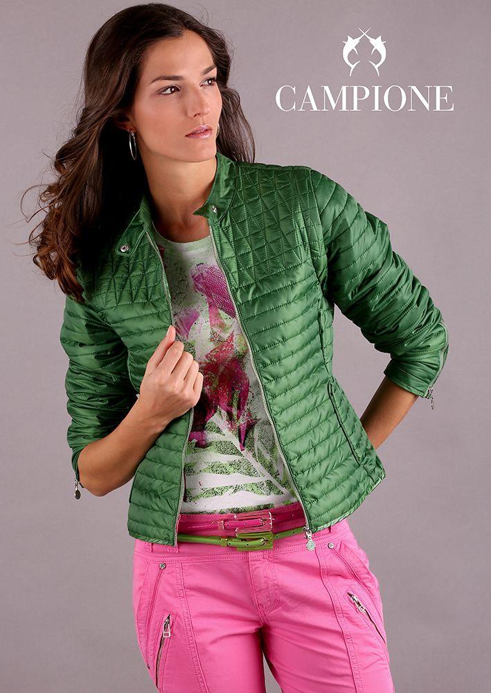 Die Damenjacken von Lisa Campione sind mit liebevollen Details gearbeitet.