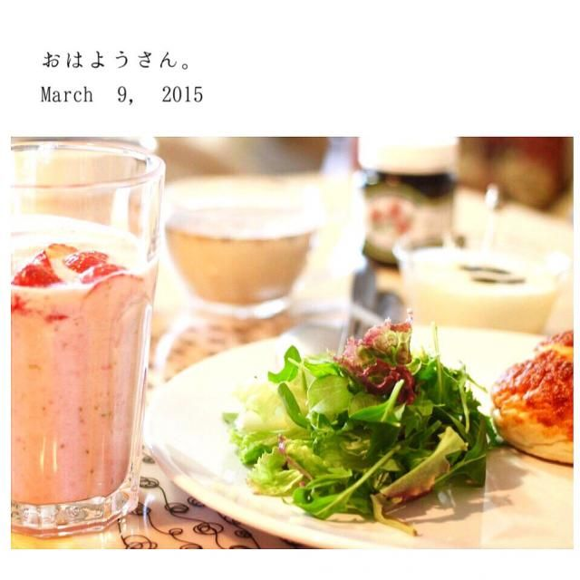 苺たっぷりのジュースです^ ^ - 52件のもぐもぐ - グリーンサラダ、きのこのポタージュ、苺ミルク、プルーンヨーグルト by yasuko691
