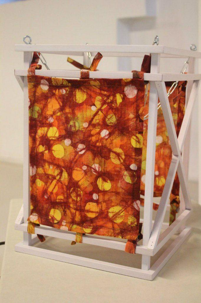 Декоративный фонарик из дерева с росписью по батику