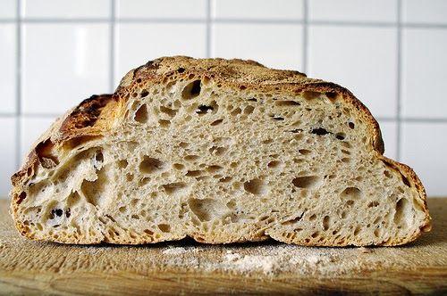 Jag har en förkärlek för lösa degar. Jag tycker det oftast blir bra bröd med lösa degar, lite saftigare, lite godare. Så länge man lyckas få...