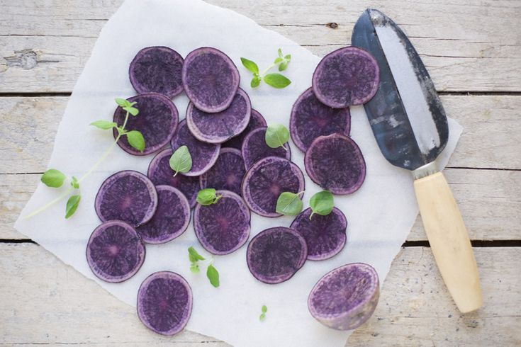 Homemade purple potato chips  1 lb (1/2 kg) purple potatoes (you can use other kinds of potatoes)  sea salt, to sprinkle    Preheat the oven to 400F/200°C.