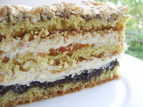 Таким пляцком може пишатися кожна господиня. Це більше, ніж торт. Це кулінарний шедевр! А у приготуванні зовсім нескладний. Коржі пісочні, крем заварний. Особливих ноток додають мак, горіхи і курага. Зберігайте рецепт пляцка«Тріо», спечете раз - полюбите назавжди.        Якщо вам спод
