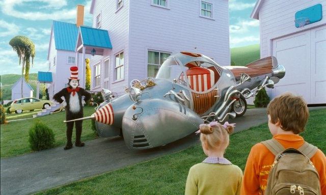 Still of Mike Myers, Spencer Breslin and Dakota Fanning in Dr. Seuss' The Cat in the Hat