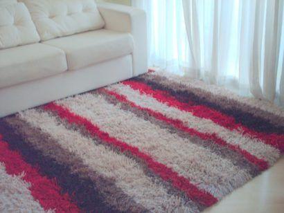 tapetes artesanais com cores claras e chamativas combinando
