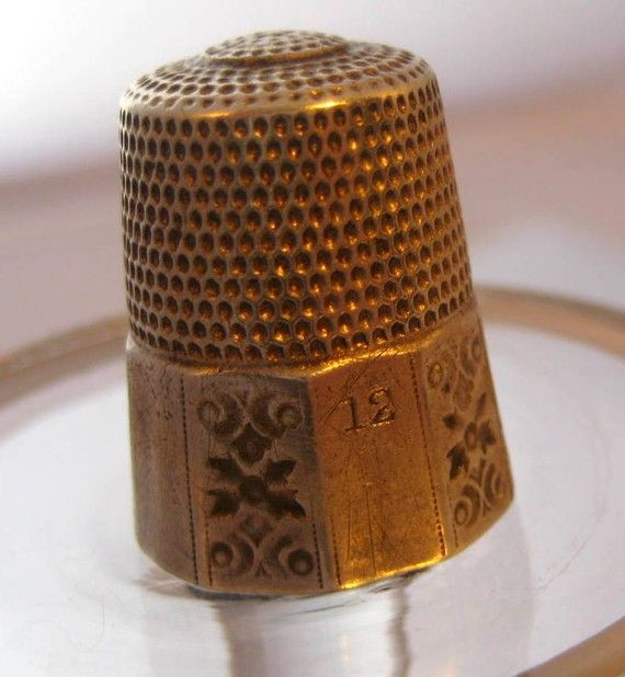 how to use a thimble when hand sewing