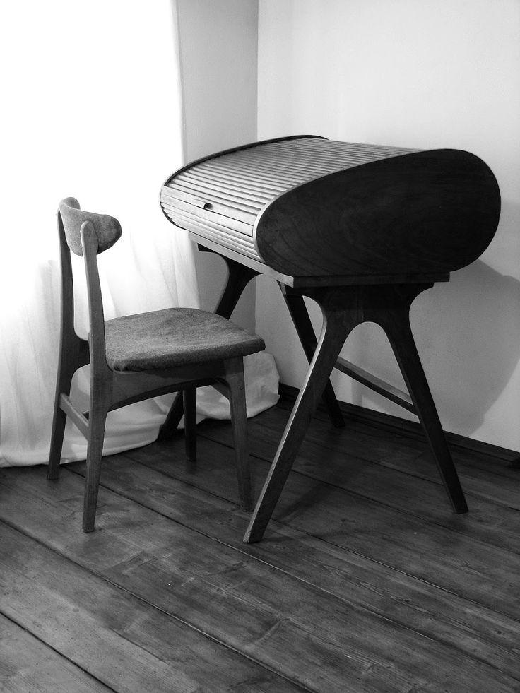 biurko roletowe, lata 40. i 50. XXw.; krzesło Paczkowskie Fabryki Mebli 1966r.