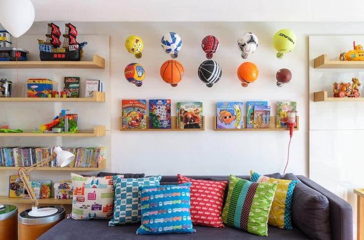 """A história dessa brinquedoteca começou quando o arquiteto Duda Porto convidou a equipe da Oba! para desenvolver a """"ala"""" infantil dessa casa, projeto seu na"""