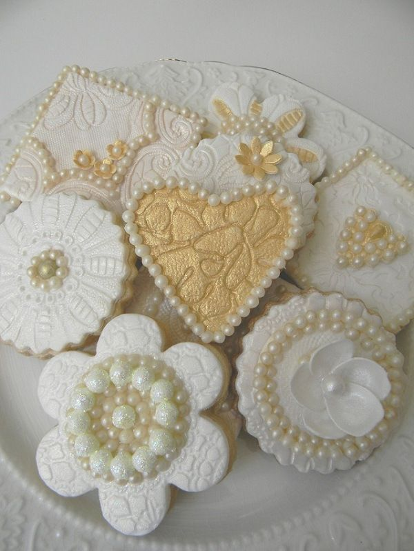 Lace and Pearls Edible cookies, how beautiful!
