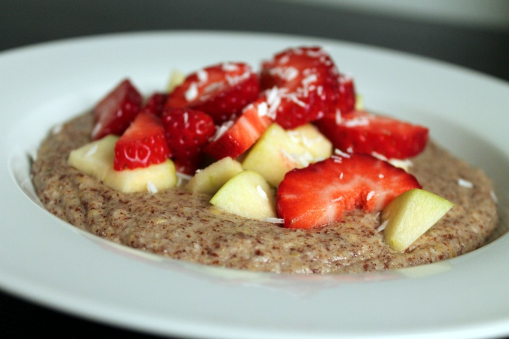 Paleo porridge with cinnamon and fruit (dairy free, gluten free, grain free, refined sugar free)