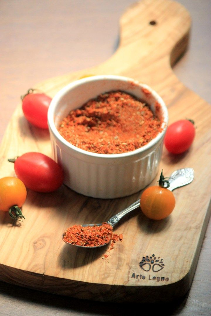 I always love to eat tacos and fajitas but the taco seasoning kits like Old El Paso contain soybean oil, corn flour and corn starch. I try to avoid starches, especially from corn or potatoes, starchy vegetables and soybean oil. Making your own paleo taco seasoning takes no time at all and can be used...[ReadMore]