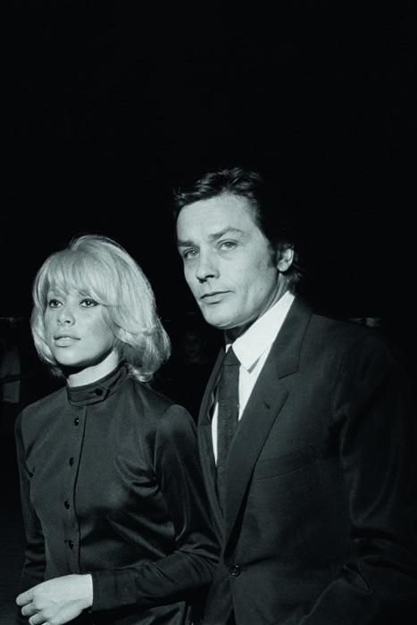 """Mireille Darc et Alain Delon à la première du film """"la sirène du Mississipi"""", 1969"""