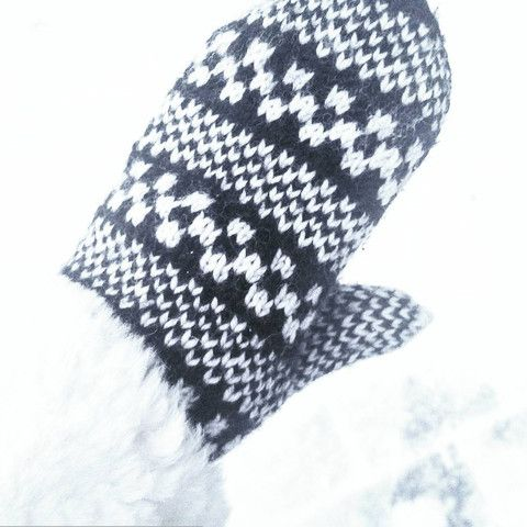 Second hand mittens that I bought from the outdoor Sunday flea market in Helsinki in July.