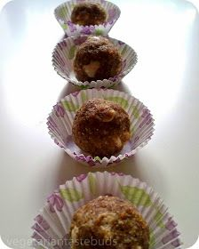 Vegetarian Tastebuds: Flaxseed, Oats, Dates and Nuts Ladoo
