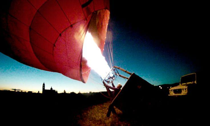 ¿Se puede volar en globo por la noche? http://www.siempreenlasnubes.com/Blog/wordpress/se-puede-volar-en-globo-por-la-noche/ Ven a #volarenglobo de día o de noche con Siempre en las nubes