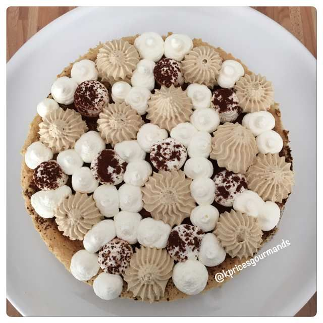 Ma pause déjeuner du midi a encore été riche de pâtisserie ! C'est en flânant sur Instagram que j'ai découvert cette recette proposée par Abdel Karim, candidat du Meilleur Pâtissier saison 3. J'ai trouvé sa revisite intéressante d'autant plus que la crème...