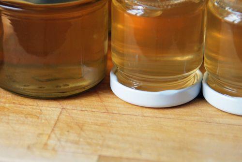 Rezept für super-leckeren Holunderblütengelee.