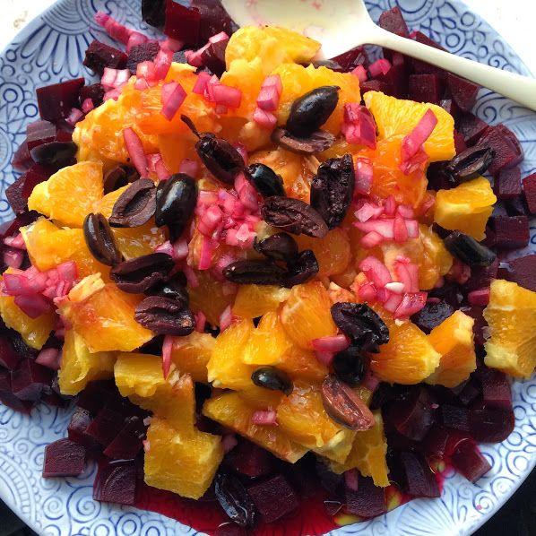 Salată de sfeclă roșie, portocale și măsline