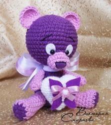 """Страница 1 из 5 - """"Мишка-валентинка"""" от Lanlifa - отправлено в МК по вязанию игрушек:     Приветствую всех любительниц, обожательниц и затискивательниц сладеньких медвежат! Пусть этот очаровательный мишка-валентинка станет символом любви и счастья в вашем доме! Я очень старалась сделать описание понятным и интересным. Но, всё равно, волнуюсь, ведь это - мой первый мастер-класс, а значит - самый важный! Надеюсь, вам понравится моя работа! Мягких вам ниточек и..."""