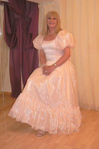 Transvestite evening dress absolutely