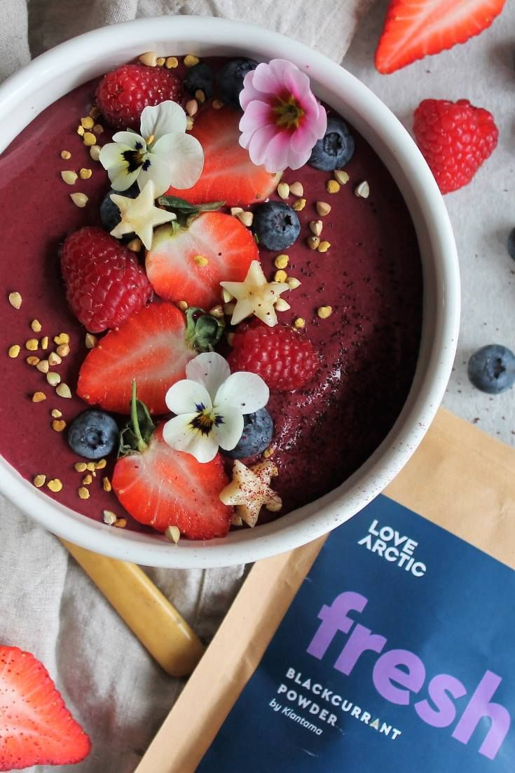 BEETROOT & BLACKCURRANT SMOOTHIE BOWL