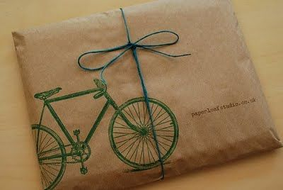 a gift: Packaging Gifts Wrappers, Simple Stamps, Gifts Ideas, Kraft Paper, Gifts Wraps, Gifts Tags, Wraps Paper, Wraps Ideas, Brown Paper Packaging