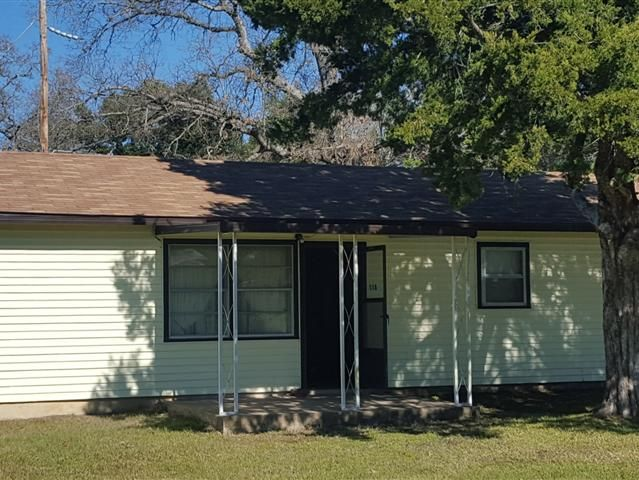 The perfect weekend get-away or full time residence on Lake Livingston. This 2 bedrroom 2 bath home has been meticulously maintained by the original owners. A new composition roof was installed in 2015. Launch your boat or fish from the community pier just blocks away. Lakewood at Livingston is a gated and deed restricted lakefront community just 6 miles from downtown Trinity.