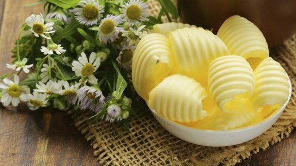 Aus frischer Milch können Sie ganz einfach Butter herstellen (Quelle: Thinkstock by Getty-Images)
