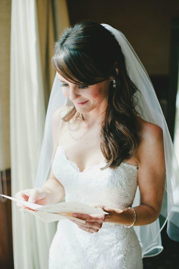Wedding hairstyle idea; Photo: Onelove Photography