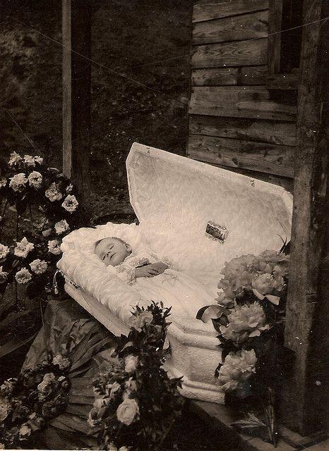 Картинки гробы умерших людей