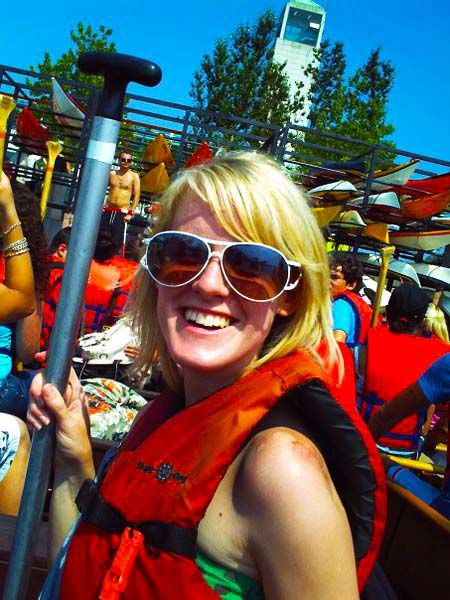 canoe tour to toronto islands by voyageur canoe.