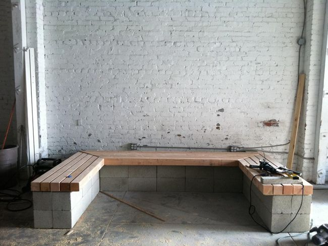 17 best ideas about cinder block bench on pinterest for Cinder block seating area