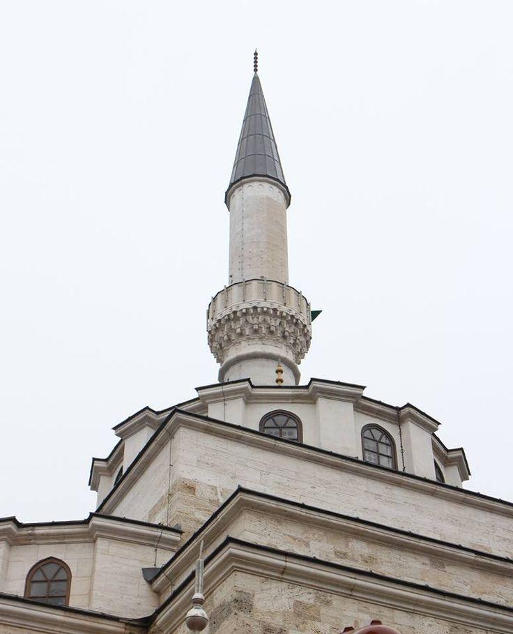 Bosna Hersek Ferhadiye Camisi'ne yeniden kavuşuyor Bosna Hersek'in Banja Juka şehrinde, savaşın sürdüğü 1993 yılında Sırpların temeline dinamit yerleştirerek yıktığı tarihi Ferhadiye Camisi, yıkılışının yıl dönümü olan 7 Mayıs'ta düzenlenecek törenle yeniden ibadete açılacak.