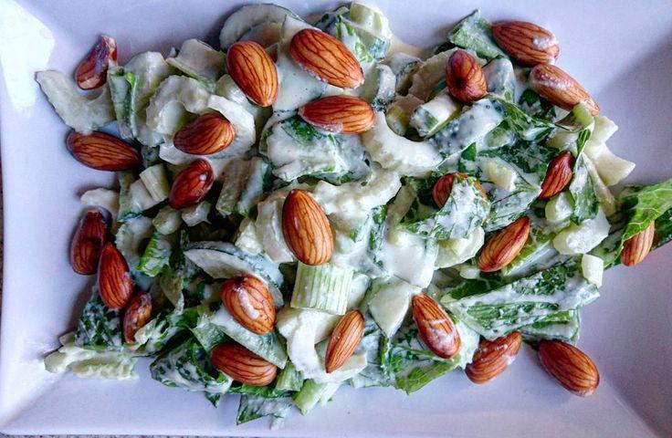 Мой любимый #сыроедныйсалат: салат ромэн, огурцы, сельдерей,  миндаль (замочить на ночь) Заправка: кешью, горчица, соль, вода. Всё взбить в блендере   #rawsalad #rawlara  #raw #vegan #vegetarian #сыроедение #сыроедениерецепты #веган #вегетарианство