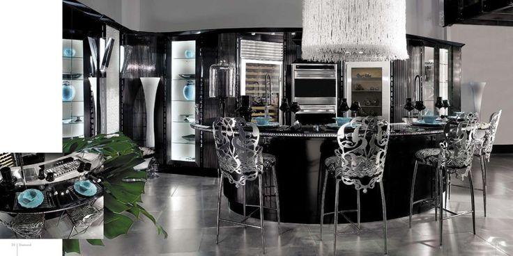 Luxusní a velice originální kuchyně má na svědomí italský výrobce Brummel. Pokud vás zajímá i zbytek kolekce této značky, podívejte se na naše stránky: http://www.saloncardinal.com/galerie-brummel