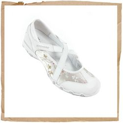 Skechers Bikers Waterlily White Skechers Bikers Waterlily Stylish Womens Fashion Sneaker Mary Jane Inspired Skimmer Style Shoe Features A Suede Leather And Multi Satin Upper Criss Cross Elastic Strap For A Secure Fit Low Profile 3/4 http://www.comparestoreprices.co.uk/sports-shoes/skechers-bikers-waterlily-white.asp