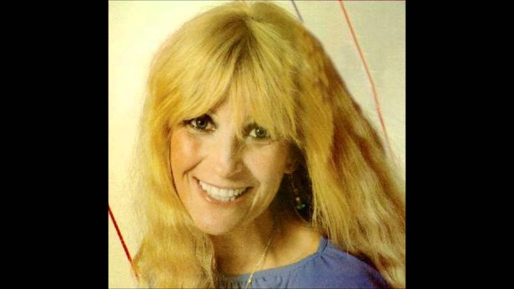 Country/cross-over pop singer Skeeter Davis was born today 12-30 in 1931. She passed in 2004. From 1962 here's Skeeter with one of her top hits, The End of the World.