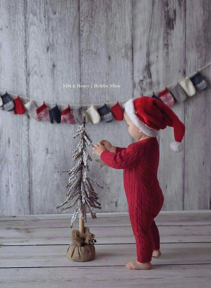 Look at these little mittens what a great idea for an advent calendar you could fill them with surprizes.