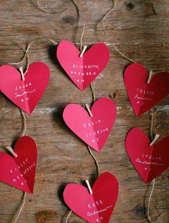 席次表でこんな感じにして、つながってるひもで、リングリレーしてもよいかも。  Heart-Shaped Escort Cards