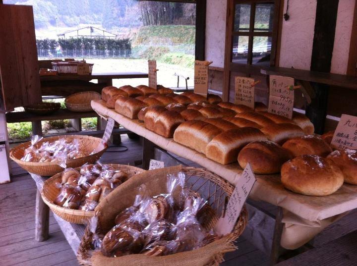 福岡の山奥のパン屋 「屋根に花壇のあるお店」 http://tabelog.com/fukuoka/A4002/A400203/40004669/