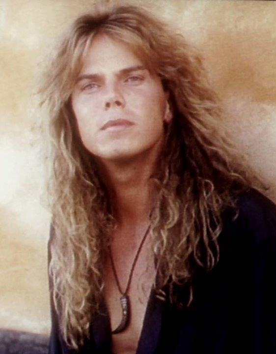 Joey Tempest. Jeugdheld. En nu nog steeds. I can't be their only American fan!