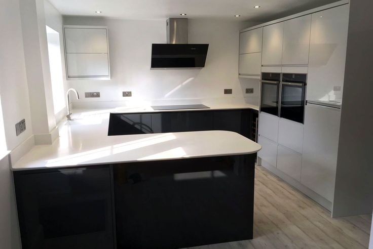 An Innova Luca Gloss Graphite Handleless Kitchen