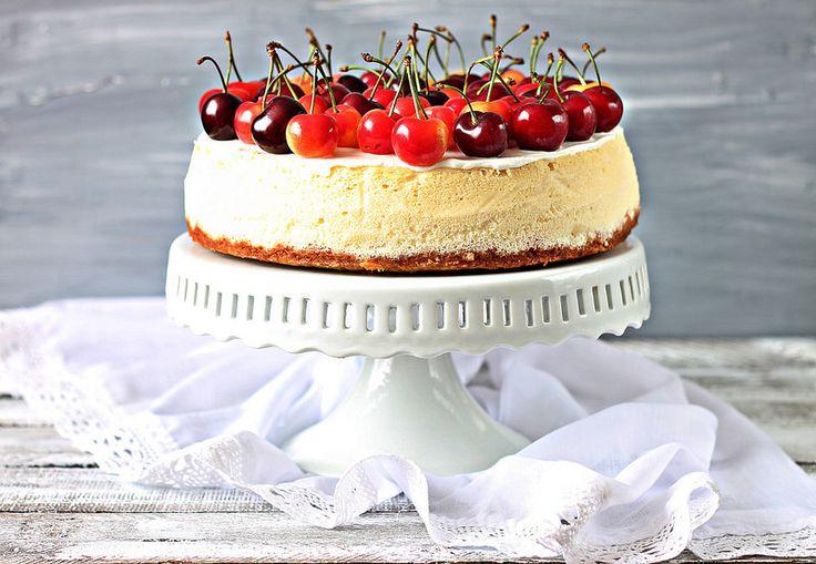 """Наш праздничный стол на праздник Шавуот украшал вкусный творожный торт,который совсем не сложно приготовить. А так же для раунда """"блюд из творога"""" проводимого в…"""