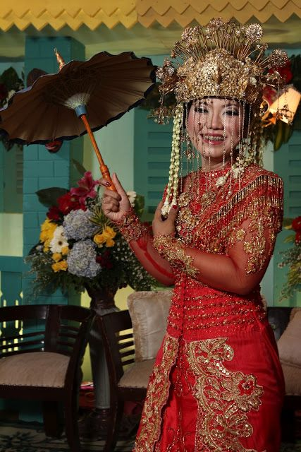 Betawi's bride in red