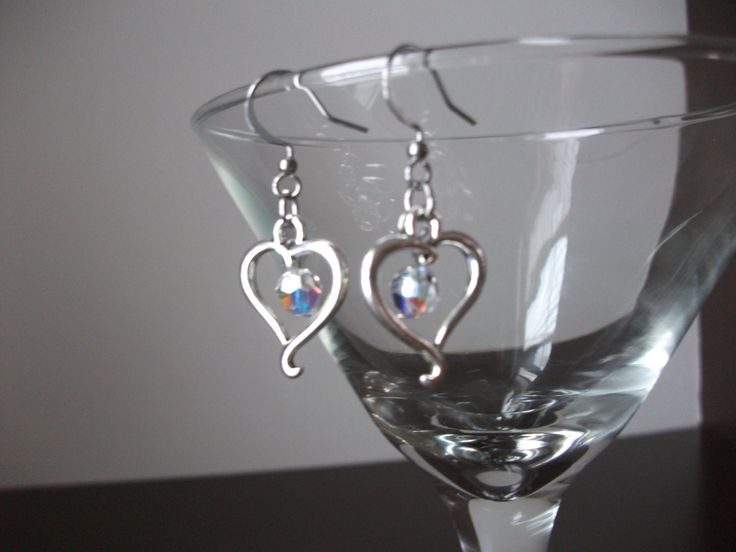 Silver heart earrings with crystals de la boutique BijouxdeBrigitte sur Etsy